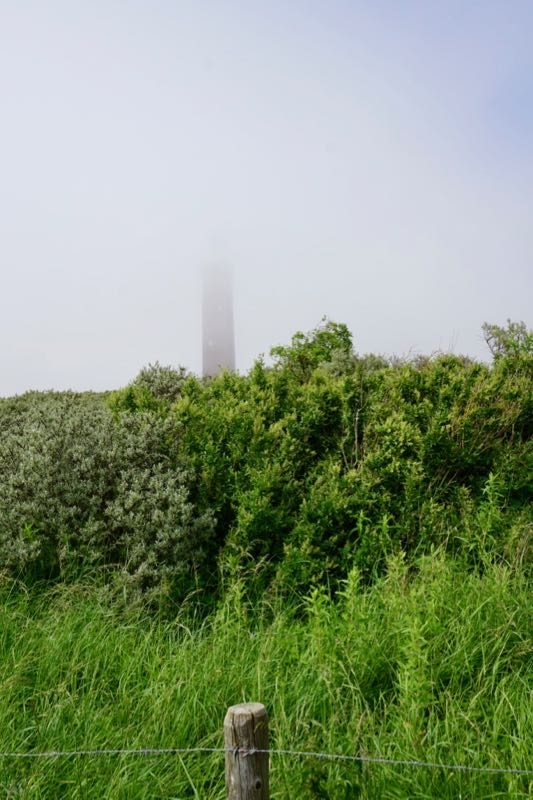 Vuurtoren Westhoofd bij Ouddorp in de mist