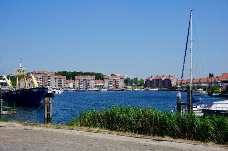 Nieuwbouw achterin de haven van Tholen
