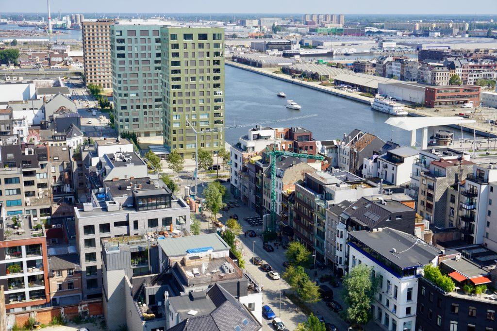 Uitzicht op het kattendijkdok voor de Londenbrug in Antwerpen