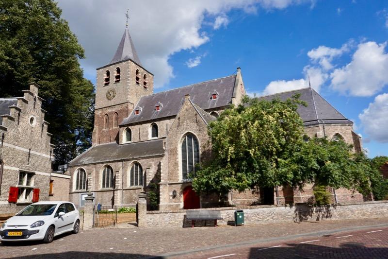 De gotische Sint Martinuskerk in Hasteren