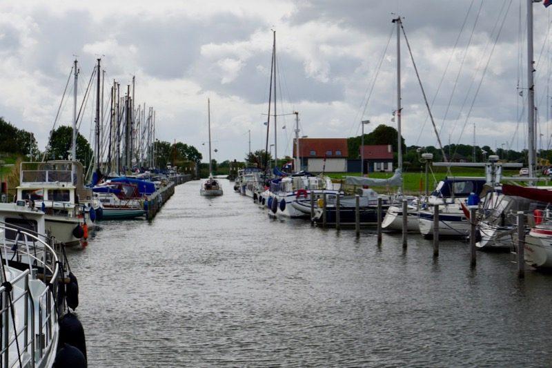 Het havenkanaal vanaf Oude-Tonge naar buiten