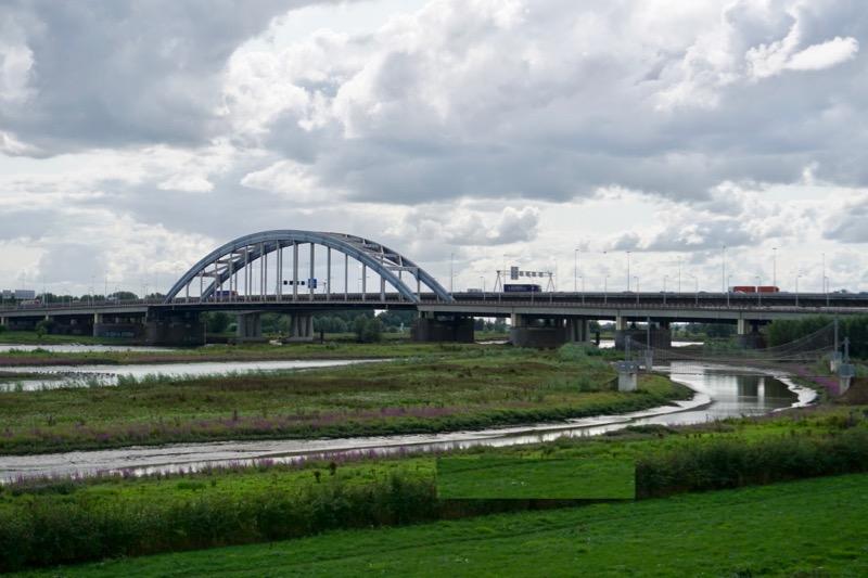 De Tweede Lekbrug en de Viaansebrug over de Lek