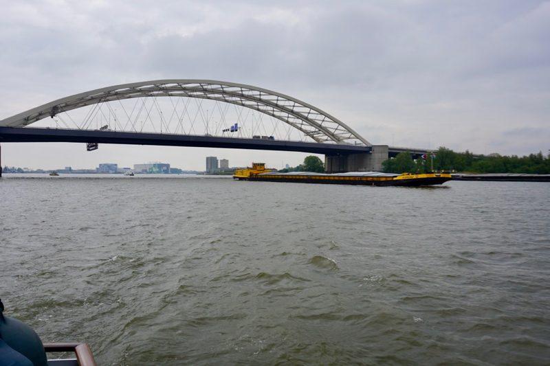 De Van Brienenoordbrug over de Nieuwe Maas