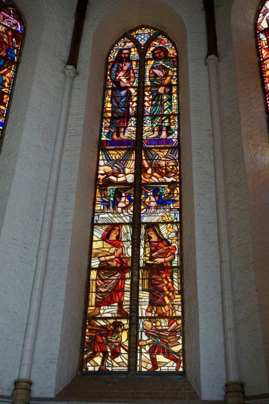 Gebrandschilderd raam naar ontwerp van de beroemde Rotterdamse glazenier Marius Richters (1878-1955)