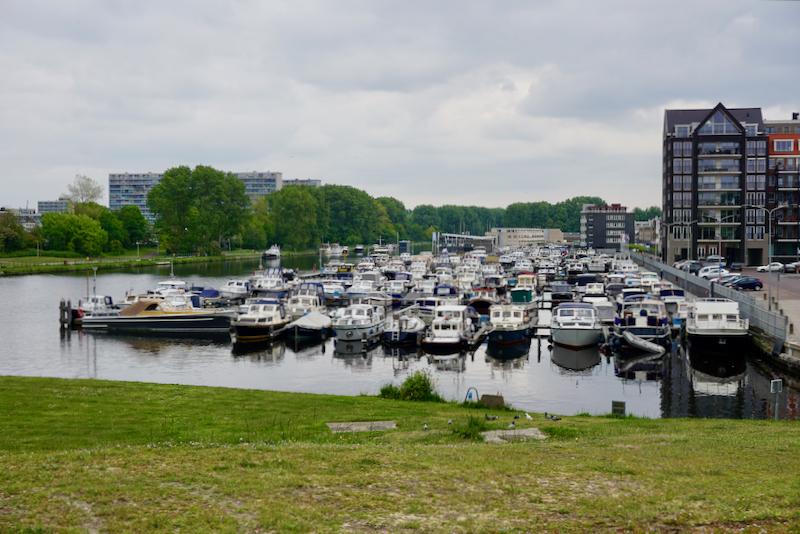 Zicht op de grote Jachthaven Katwijk