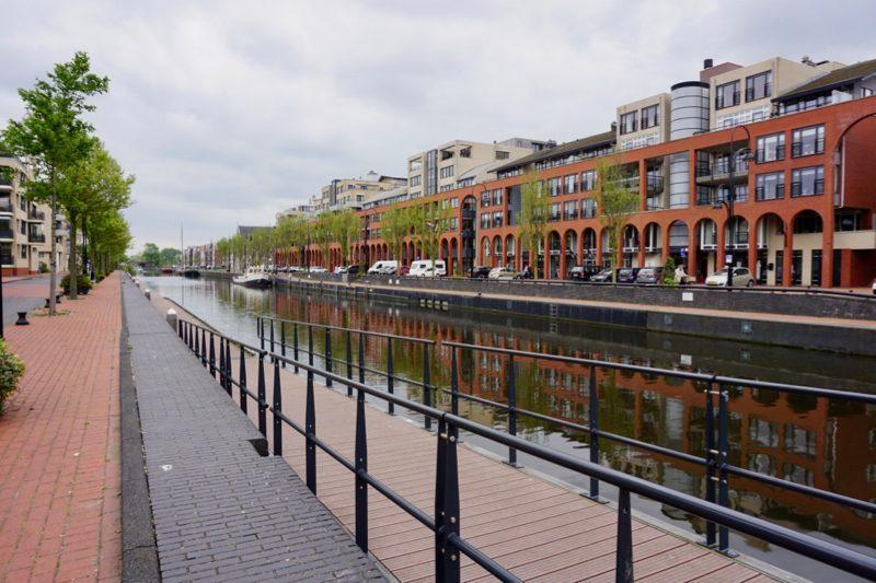 De Prins Hendrikkade langs het gerenoveerde Prins Hendrikkanaal in Katwijk