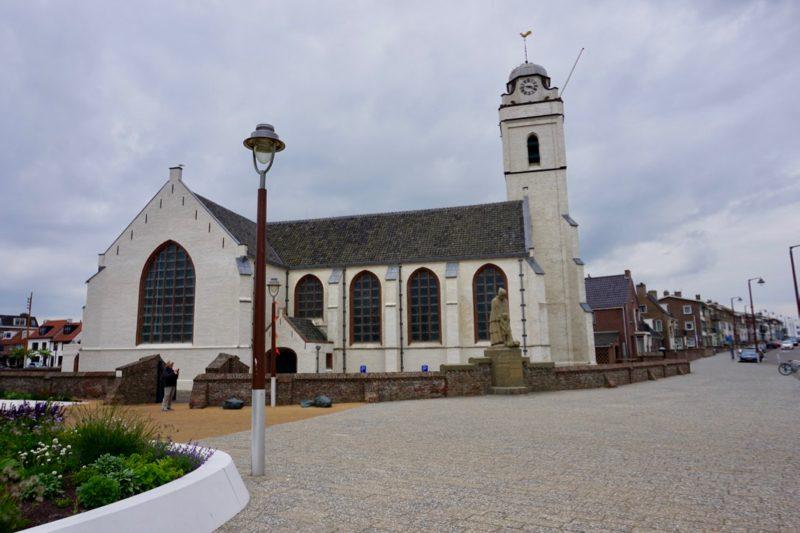 De Oude- of Andreaskerk aan de boulevard van Katwijk