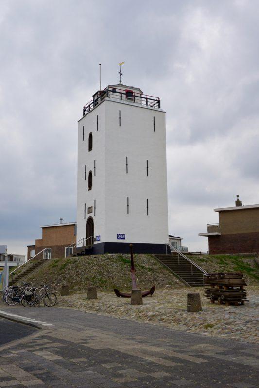 De vuurbaak is het vuurtorengebouw van Katwijk aan Zee