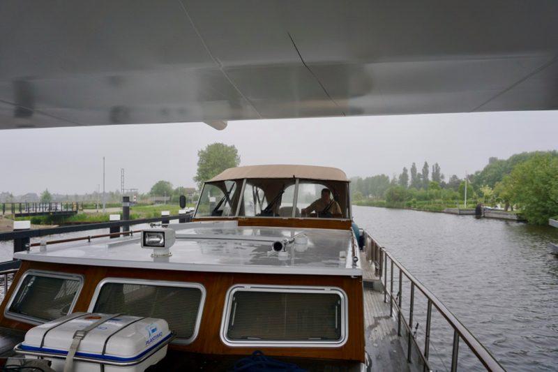 Het streepje onder op de brug bij Katwijk