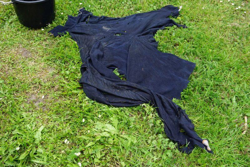 Stuk textiel wat om de schroefas was gedraaid