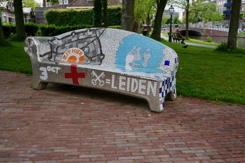 Een social sofa in de Leidse binnenstad