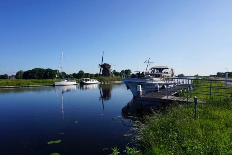 Aangemeerd in de Ringvaart om de Haarlemmermeer
