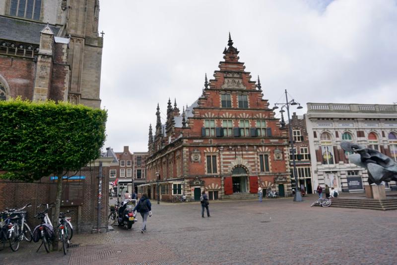 Het Frans Halsmuseum aan de markt in Haarlem