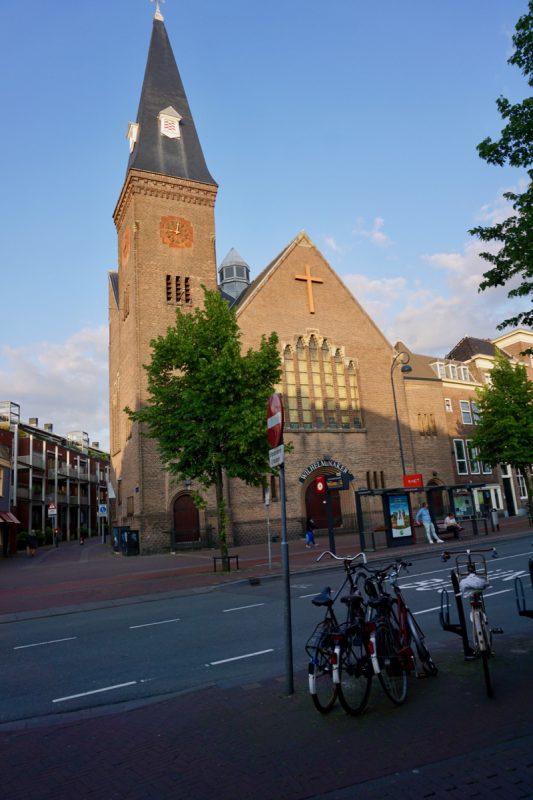De Wilhelminakerk aan de Gedempte Oudegracht in Haarlem