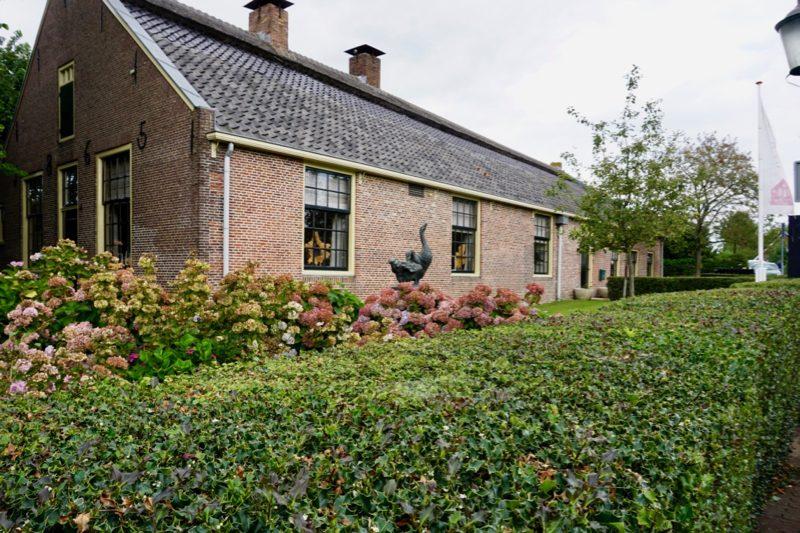 Monumentale boerderij in de wijk het Oude Dorp in Huizen