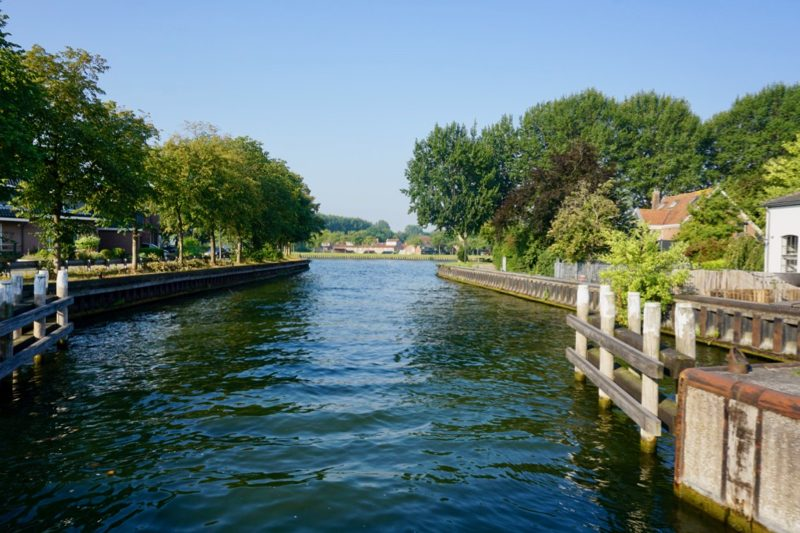 Vanuit Weesp het Amsterdam Rijnkanaal oversteken naar Driemond