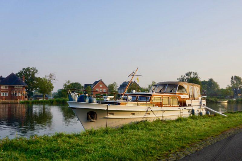Vrije aanmeerplaats aan de Amstel voor Ouderkerk
