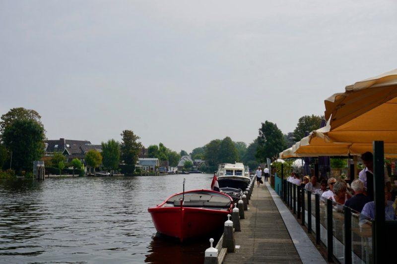 De passanten steiger in Ouderkerk aan de Amstel
