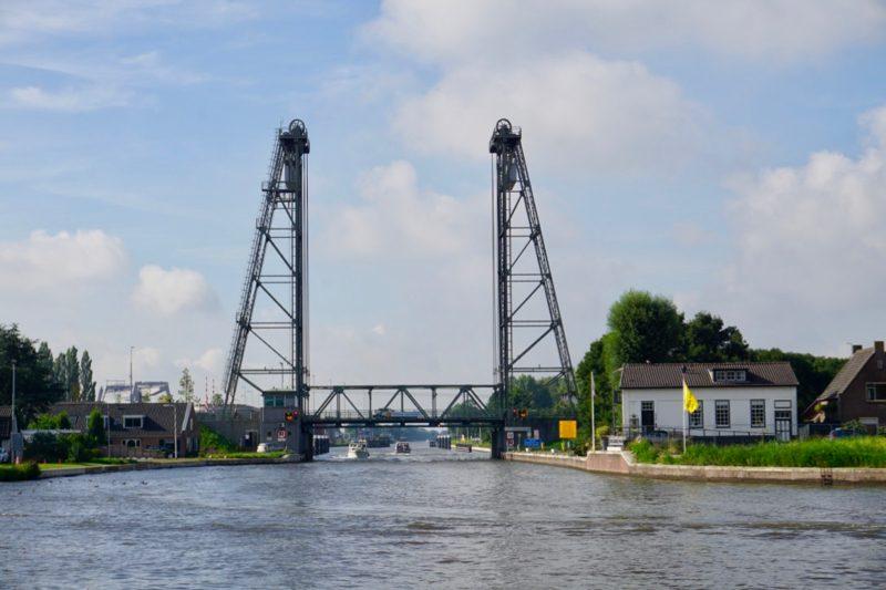 Hefbrug Gouwesluis bij Alphen aan de Rijn