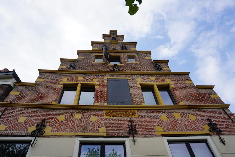 Monumentale voorgevel in Hasselt