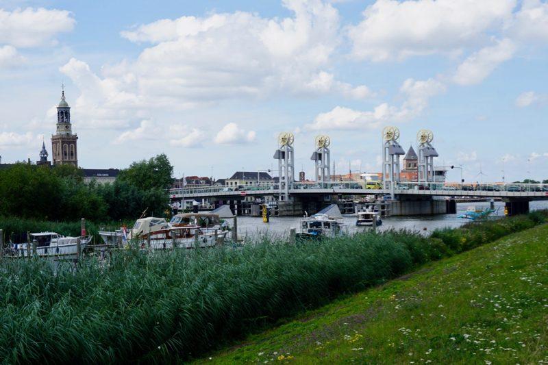 Aangemeerd bij W.S.V. IJsselmuiden boven de stadsbrug van Kampen
