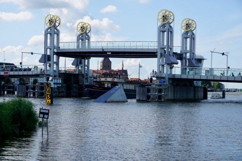 Brugopening van de Stadsbrug voor Kampen